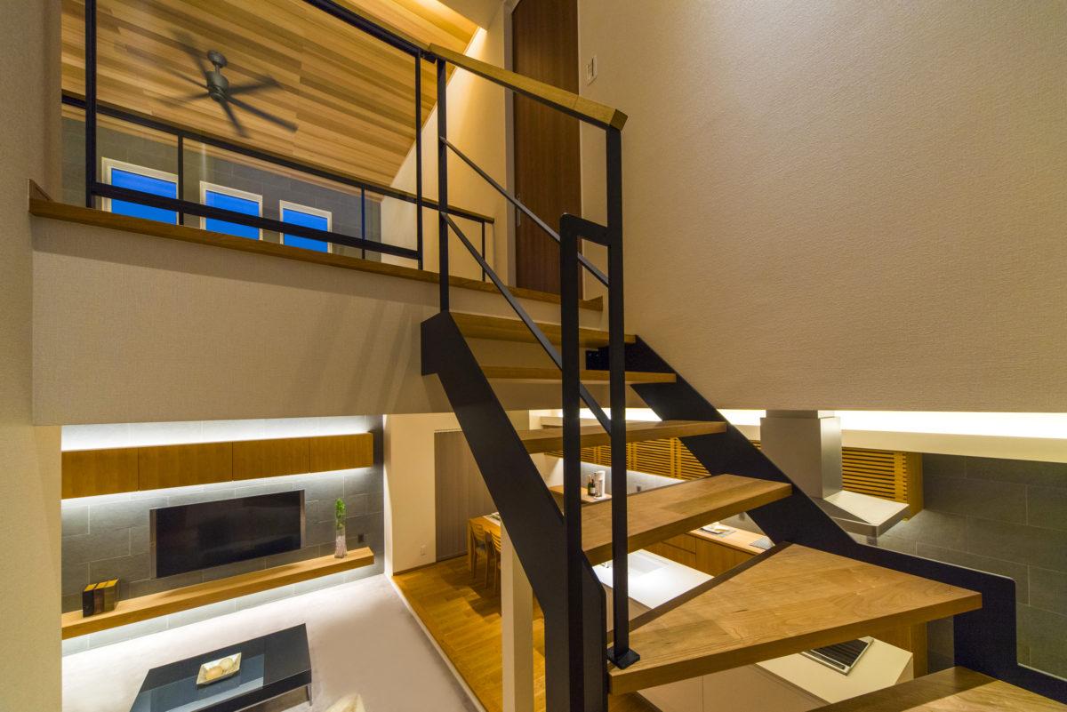階段もオープンにすることで、開放感、 つながり・抜け感をとことん追求しました。