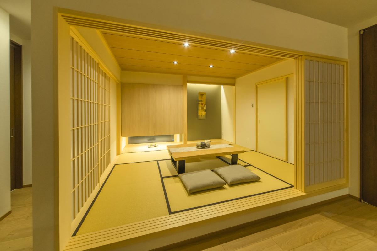 エントランスから続く、迎え入れた方に極上の落ち着きをもたらす和室です。