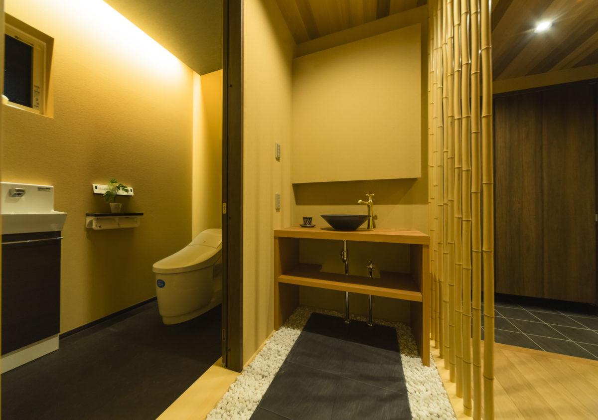 お客様へ至福のおもてなしを。 高級旅館テイストのエントランス空間です。